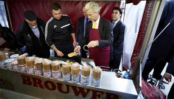 Geert Wilders maakt een stroopwafel